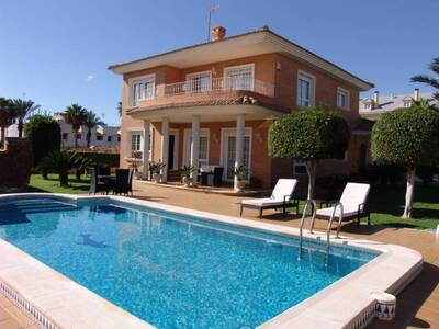 Ref:IPGRCOR1233-2344 Villa For Sale in Torrevieja