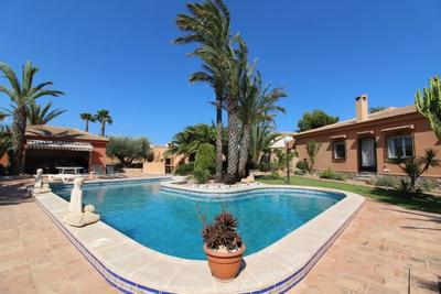 Ref:IPGNN4110 Villa For Sale in Torrevieja